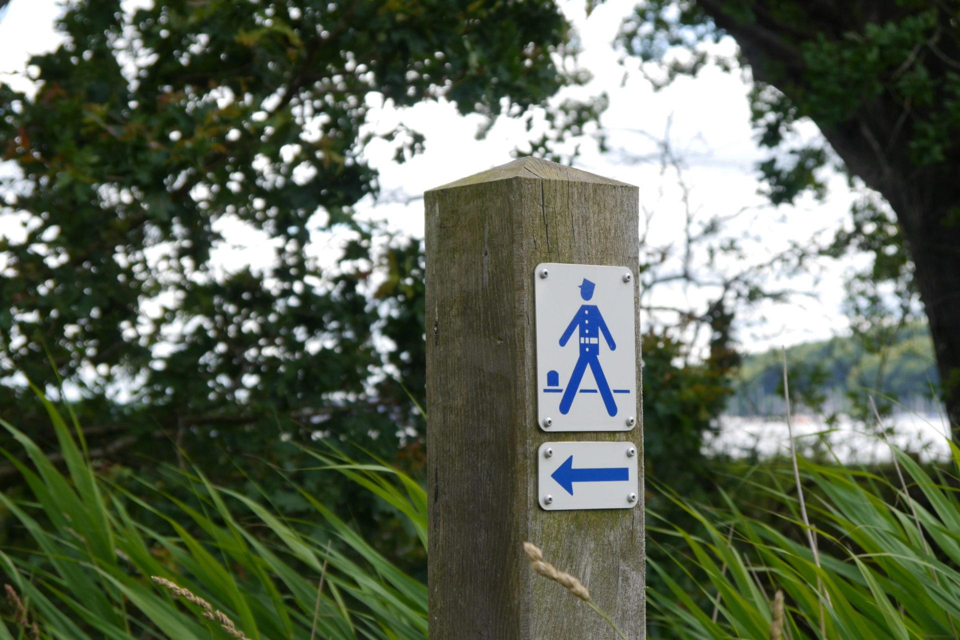 A la recherche d'un passage: Le sentier des gendarmes danois
